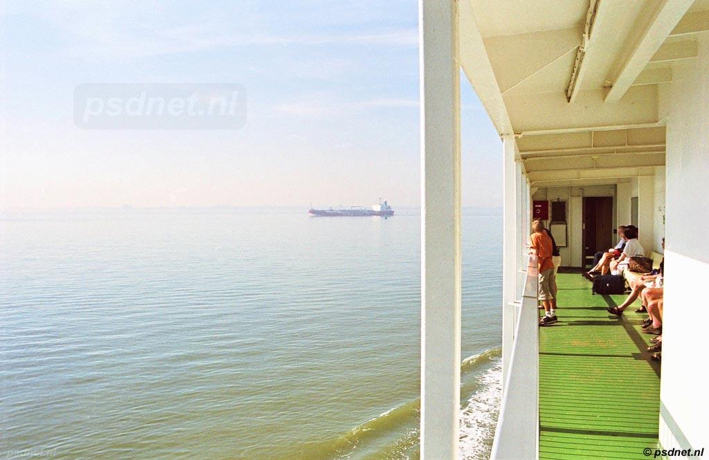 De Prinses Juliana vaart op een mooie zomerdag over de Westerschelde richting Perkpolder op Zeeuws-Vlaanderen. Tot 2003 waren de PSD-veerdiensten de enige manier om via Nederlands grondgebied Zeeuws-Vlaanderen te bereiken.