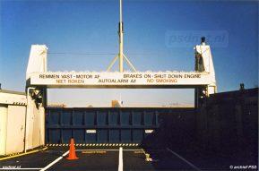 Een foto van het bovenste autodek van de Prins Johan Friso, terwijl de veerboot in de Binnenhaven van Vlissingen ligt voor onderhoud.
