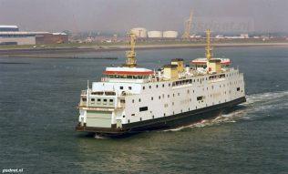 De Prinses Juliana gezien vanaf een zeeschip. Op de achtergrond zien we de Buitenhaven en de Groene Boulevard van Vlissingen.