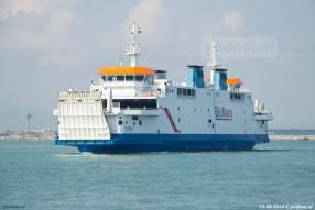 De voormalige PSD-veerboot Prins Johan Friso (bouwjaar 1997) komt als Acciarello aan in Piombino.