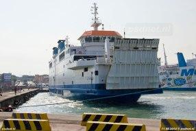 De Acciarello in de drukke veerhaven van Piombino.