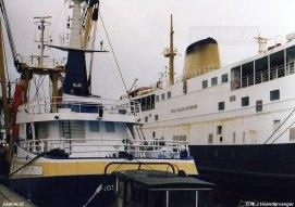 Kotter en veerboot in Binnenhaven