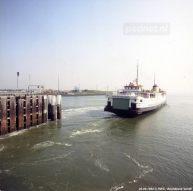 De Prinses Margriet verlaat de fuik van Vlissingen en zal na het maken van een ruime bocht koers zetten naar de veerhaven van Breskens.