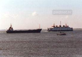 Scheepvaart op de Westerschelde met onder meer de PSD-boot