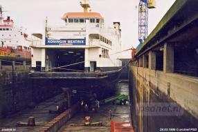 De Zeeuwse dubbeldeksveerboot Koningin Beatrix in een dok van Scheepswerf Koninklijke Schelde Groep in Vlissingen-Oost.