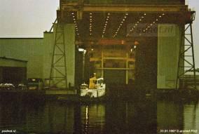 De stapelloop van de veerboot Prins Johan Friso was geen spectaculaire onderneming. Het werd ook wel een 'uitvaring' genoemd. Het bouwdok werd onder water gezet en de nieuwbouw kon de hal dan varend verlaten.