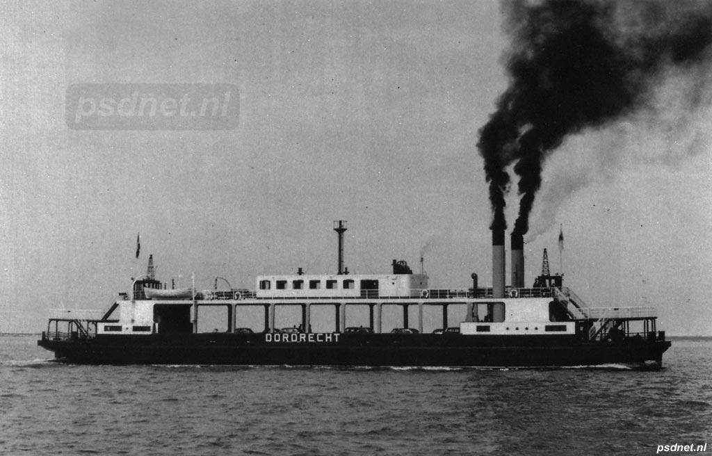 De stoommachines kregen de flink verlengde Dordrecht maar moeilijk in beweging, daarom werd niet veel later besloten een diesel in te bouwen.