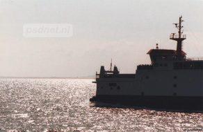 Het silhouet van de Prins Johan Friso op de Westerschelde.