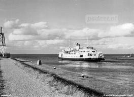 Terneuzen met kopladingsveerboot