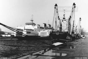 Links zien we de nieuwe dubbeldeksveerboot Koningin Beatrix, rechts de enkeldeksveerboot Prinses Beatrix uit 1958.