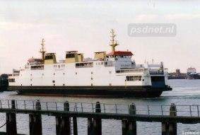 Overdag werd er op Vlissingen-Breskens gevaren met twee dubbeldeksveerboten. 's Avonds kon een enkele veerboot het vervoersaanbod verwerken (de dienstboot) en kon de tweede veerboot in Vlissingen worden afgemeerd naast de lange fuikwand.