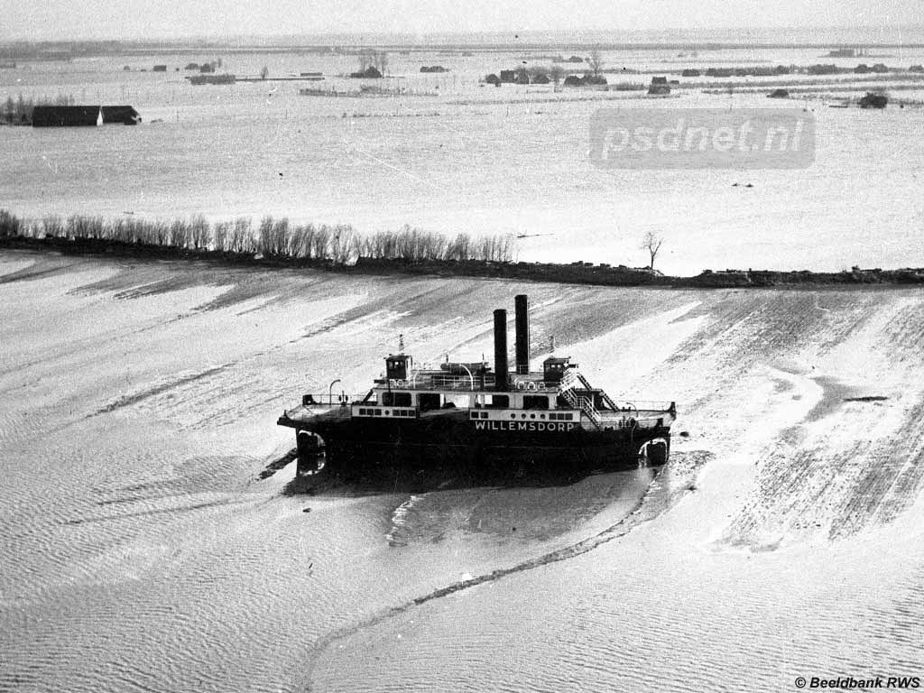 Tijdens de Watersnoodramp van 1953 sloeg de PSD-veerboot Willemsdorp los en dreef de polder bij Kruiningen in