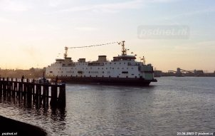 Onder grote belangstelling van Zeeuwen vertrekt de Amedeo Matacena (voormalige Prinses Juliana) naar Italië.