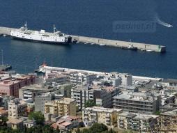 De voormalige PSD-veerboot Prinses Christina (Ladies Matacena) heeft jarenlang aan deze kade gelegen, voordat het schip uiteindelijk gesloopt werd in 2013.