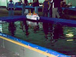 15 maart 2003: Autodek Christina met modelschepen