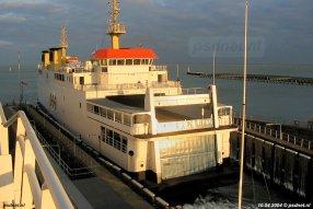 De PSD-veerboot Koningin Beatrix gevangen in de fuik van Vlissingen. De schepen hadden eenzelfde kopvorm als de enkeldekkers waarvoor de fuik gebouwd werd in 1958. De dubbeldekkers waren wel iets langer.