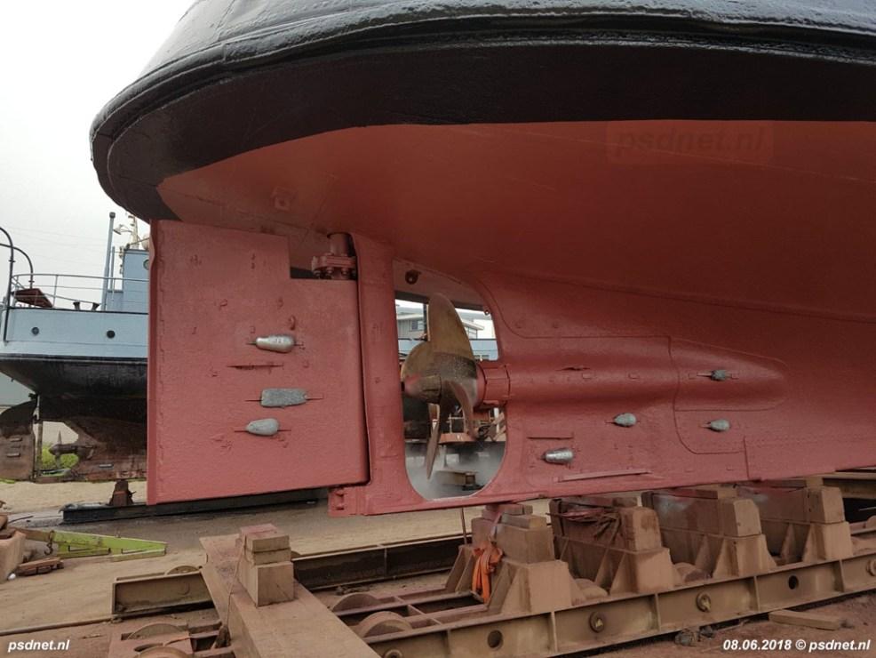 De speciale achtersteven van de Estrella / Koningin Emma heet in vaktaal een kruisershek en werd ook toegepast bij de PSD-boten Luctor et Emergo en Zeeuwsch-Vlaanderen.