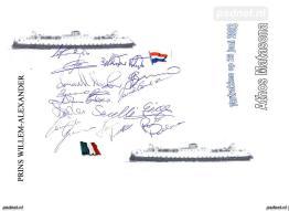 Voor vertrek uit Vlissingen worden de handtekeningen verzameld van alle bemanningsleden van de Athos Matacena.