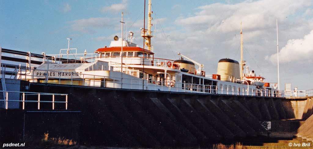 Veerboot Prinses Margriet in fuik Breskens