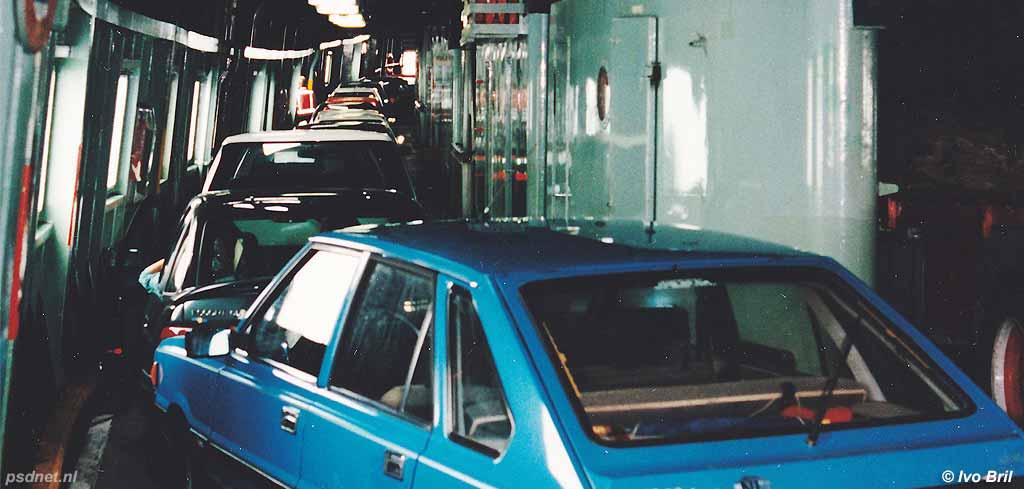 Auto's in de zijgang van de Prinsessenboten
