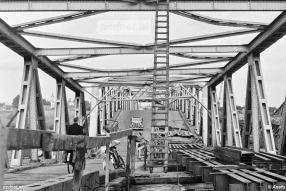 Na het herstel van de Moerdijkbrug werd de autoveerdienst voor de tweede en laatste keer opgeheven. De Moerdijkponten gingen naar Zeeland.