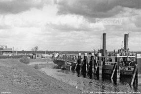 De aanlegsteiger van Willemsdorp met de Moerdijkpont Moerdijk aan de steiger. Foto: © Regionaal Archief Dordrecht.