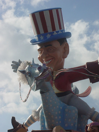 Berlusconi a Viareggio durante il Carnevale