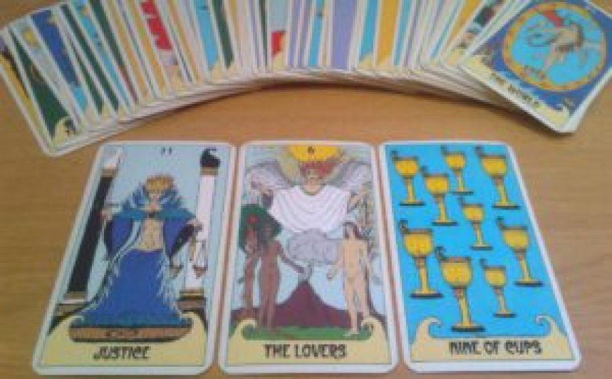 Tarot y efecto forer: Tirar las cartas no funciona - Psicologia Flexible