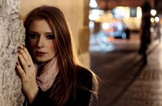 Una dona té por d'anar pel carrer - Psicologia Flexible