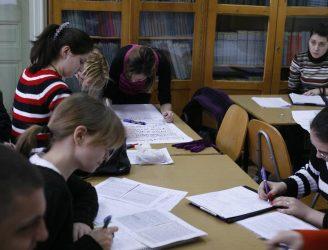 Studiu la biblioteca facultăţii