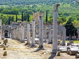 roman ruins columns