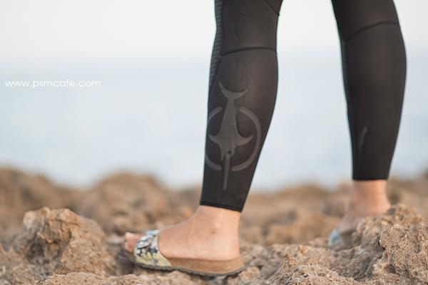 détail Beuchat Athena, le logo espadon sur la jambe