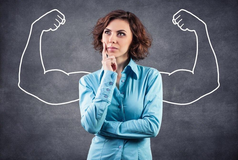 Mujer pensando en métodos optimos para rescatar el autoestima en su vida