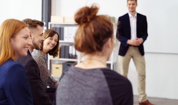 Reunión de Recursos Humanos para hablar del la gestión del mapeamiento de desarrollo de los empleados