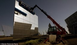 heliostat_solar_power_spain_assembly