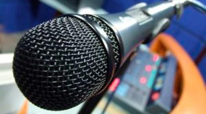 rozhlasový mikrofón