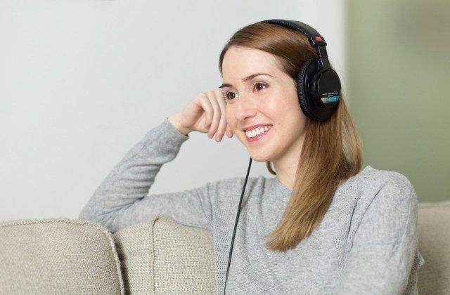 woman headphone