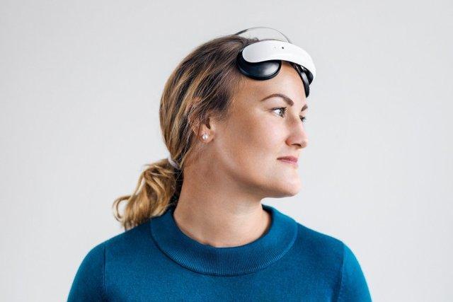 woman with brain stimulation app