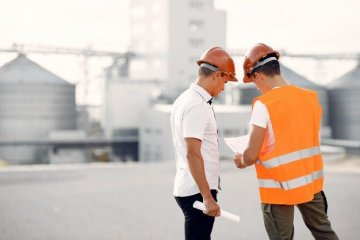 builder talking to each other