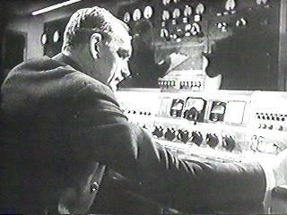 WW2RadioBroadcast.jpg (24341 bytes)