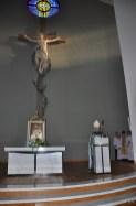 Pierwsze błogosławieństwo wiernych wnowym kościele