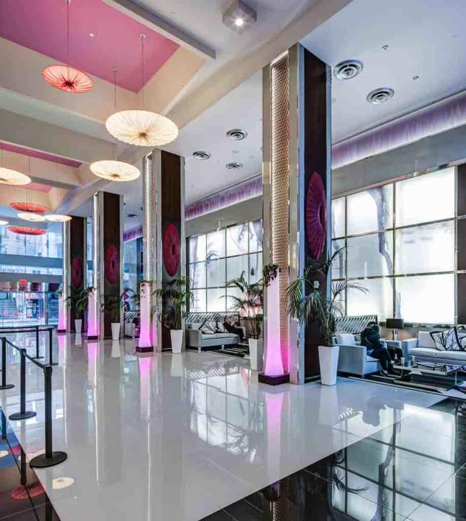 The Quirky But Elegant Riu Plaza New York Times Square Hotel 1