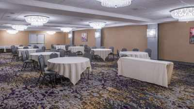 DoubleTree Hotel | Utica, NY 3