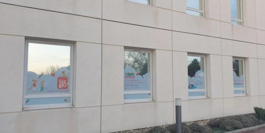 stickers-vitrine-entreprise-lyon