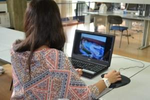 Andreia Matos a testar o software / Foto: Salomé Ferreira