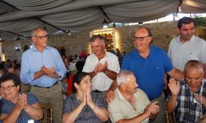Na foto: Nuno Gonçalves, presidente da autarquia, com alguns séniores reguenses   Foto: Direitos Reservados