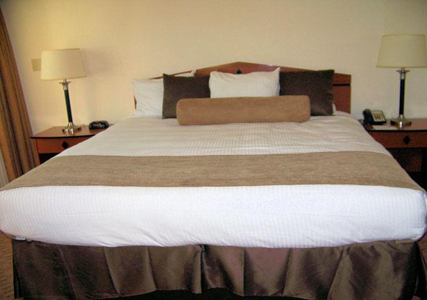 Hotel King Size Bed Stock de Foto gratis Public Domain