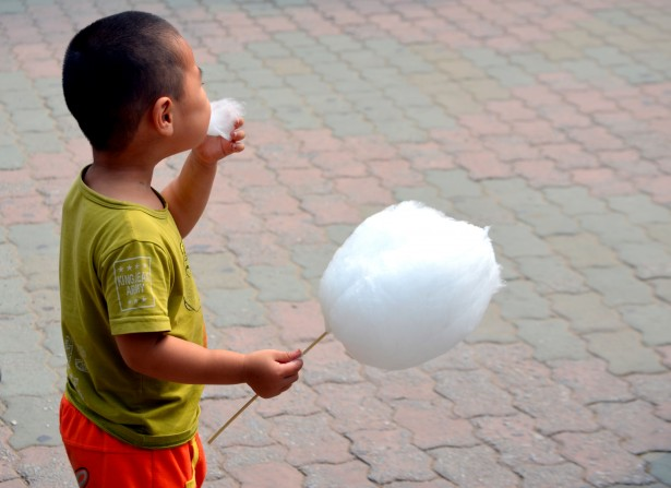 cotton candy, liquid sugar, spun sugar, candy floss