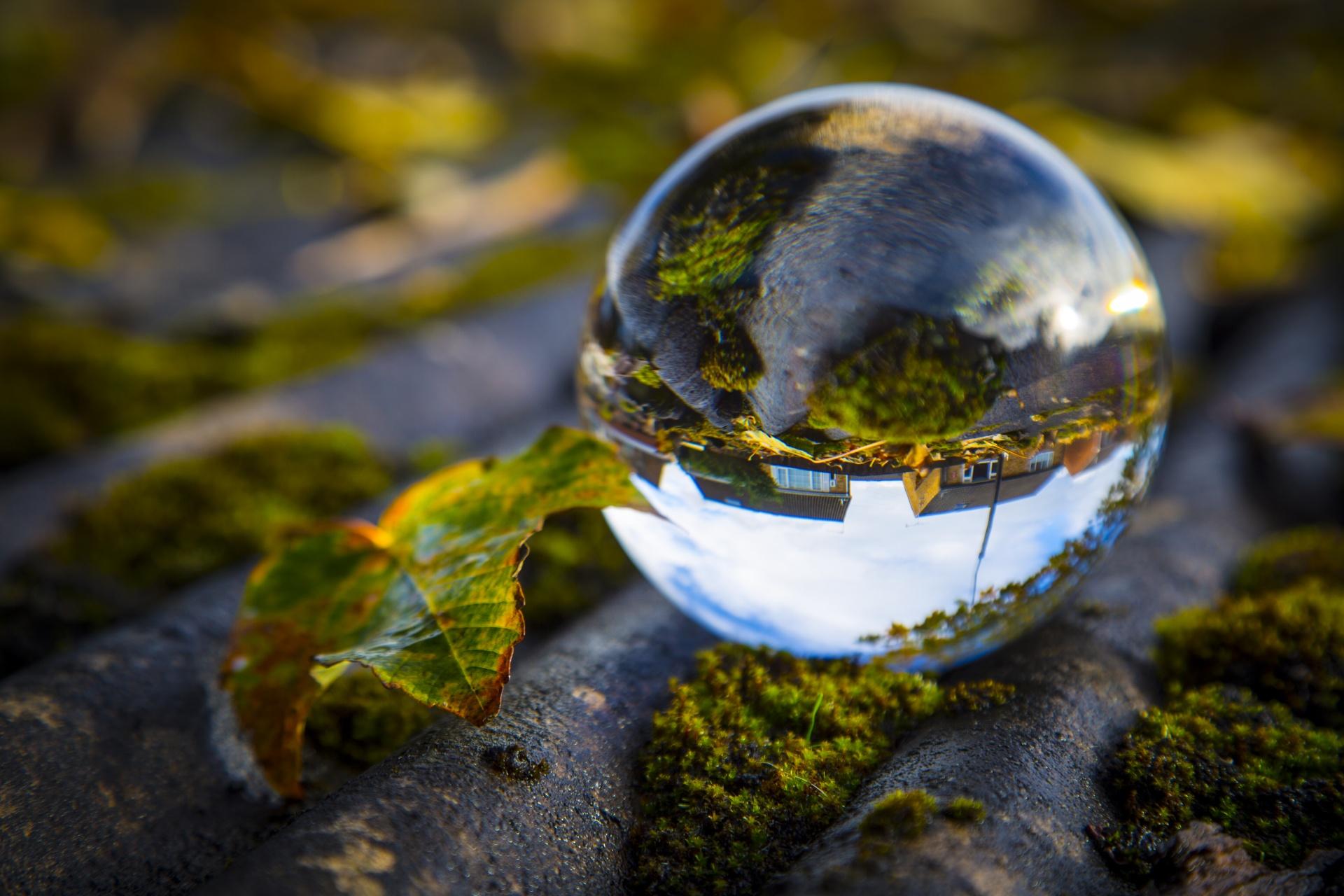 Resultado de imagen para crystal sphere by sea