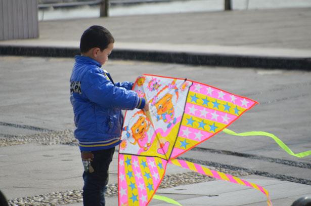 Go fly a kite, flying a kite, kite flying, national kite flying month